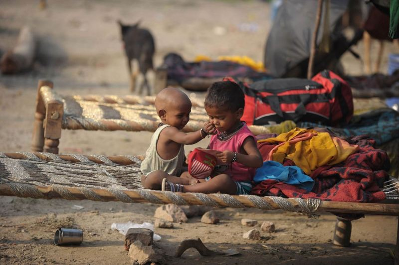evacuated children on shelters Yamuna River in Delhi